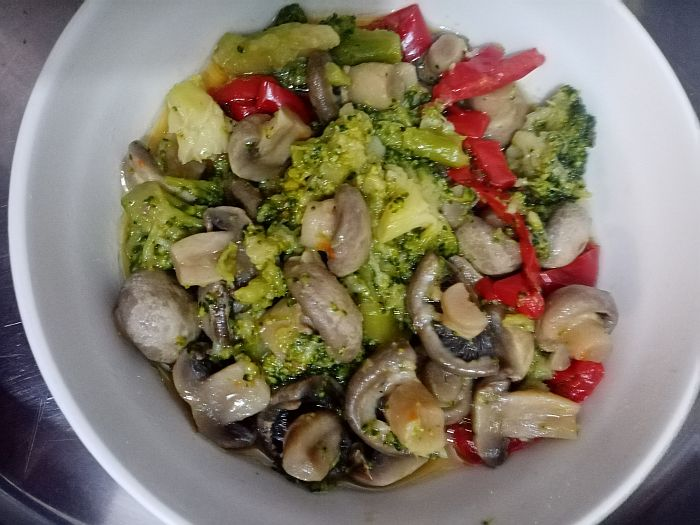 broccoli with mushrooms steamed